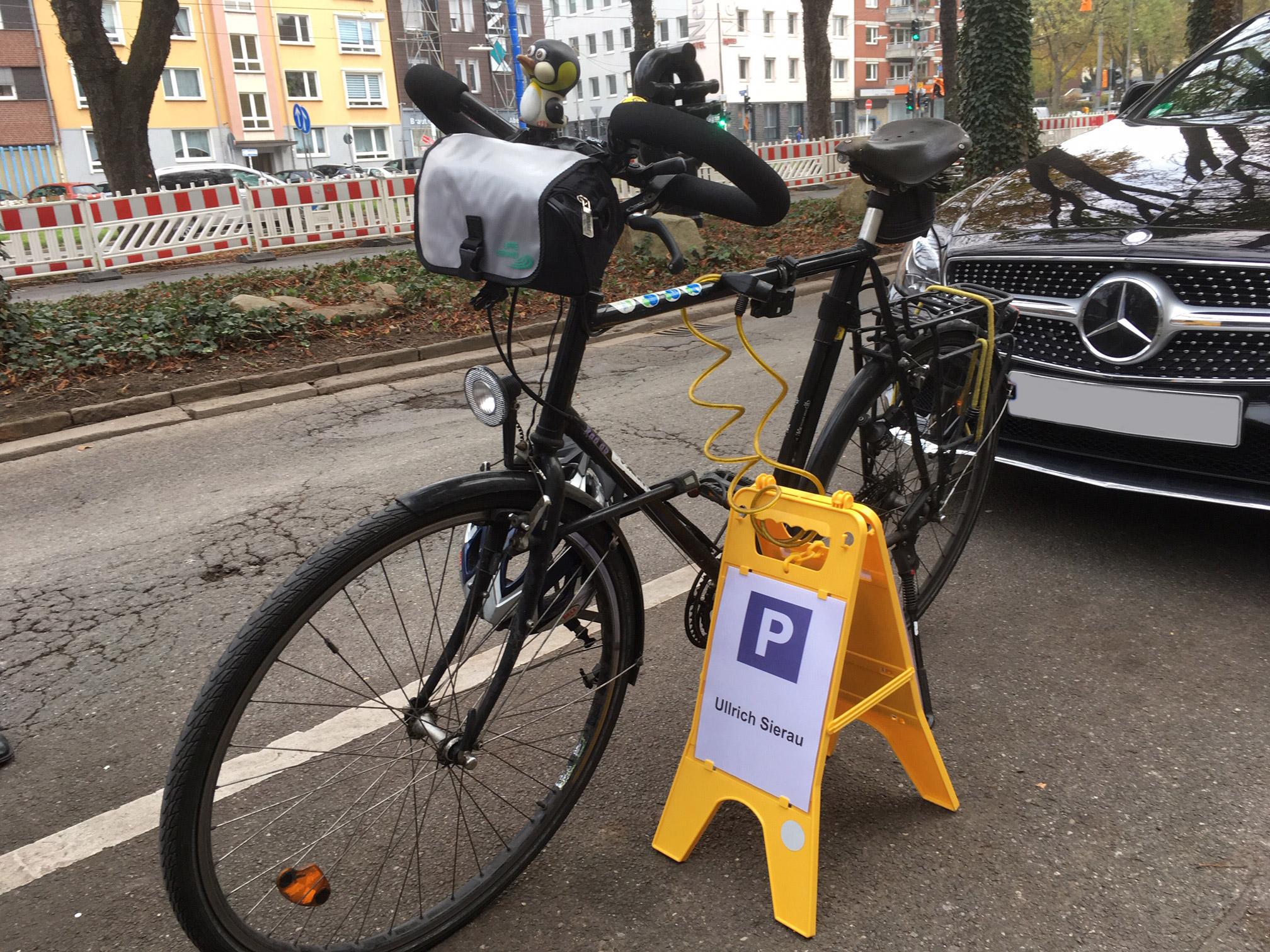 Das Fahrrad von Dortmunds Oberbürgermeister Sierau auf deinem Parkplatz