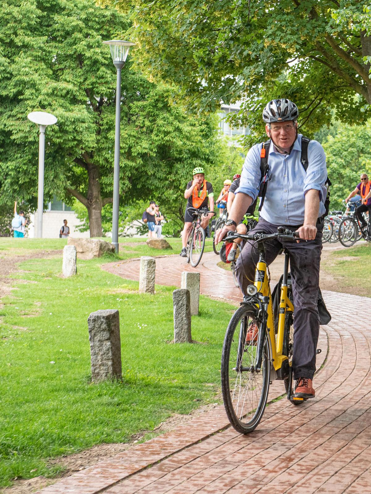 UmsteiGERN-Botschafter Ullrich Sierau auf seinem Fahrrad