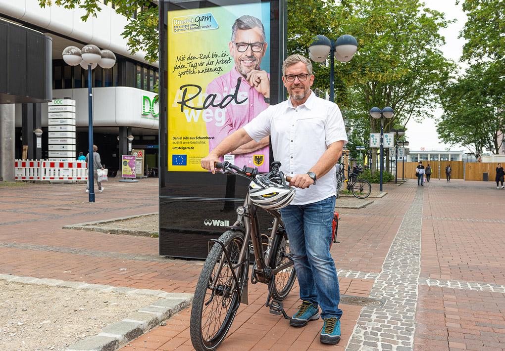 UmsteiGERN-Botschafter Daniel vor seinem Motiv in der Dortmunder Innenstadt