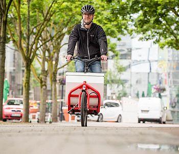 Marcus Lönnendonker bei seiner ersten Fahrt auf dem Latsenrad