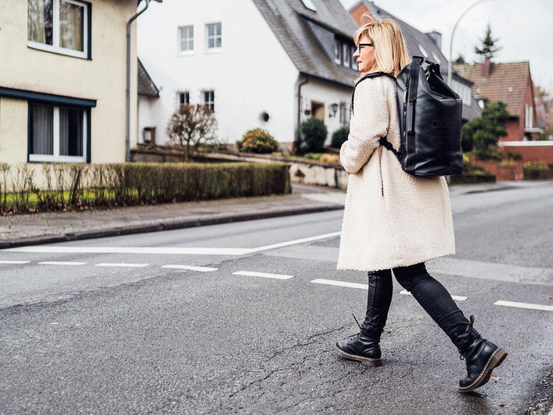 UmsteiGERN-Botschafterin Sebina ist sicher zu Fuß in Dortmund unterwegs