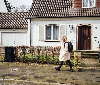 UmsteiGERN-Botschafterin Sebina ist zu Fuß in Dortmund unterwegs