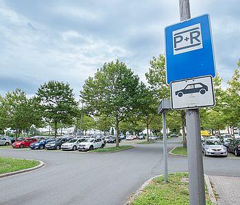 Park-and-Ride-Parkplatz in Dortmund mit Hinweisschild