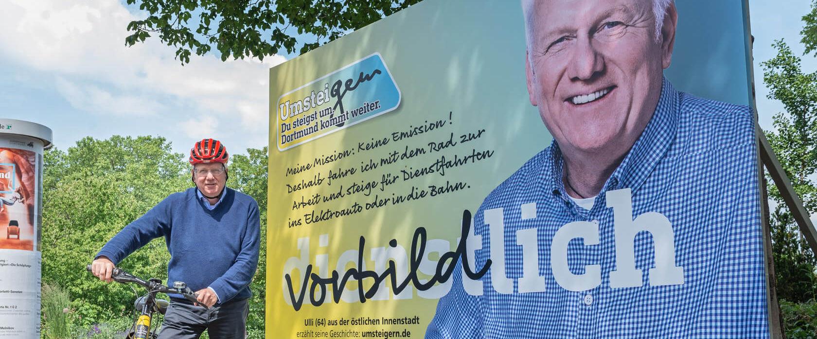 UmsteiGERN-Botschafter Ullrich Sierau vor Werbeplakat